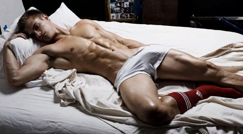 Хлопець у ліжку