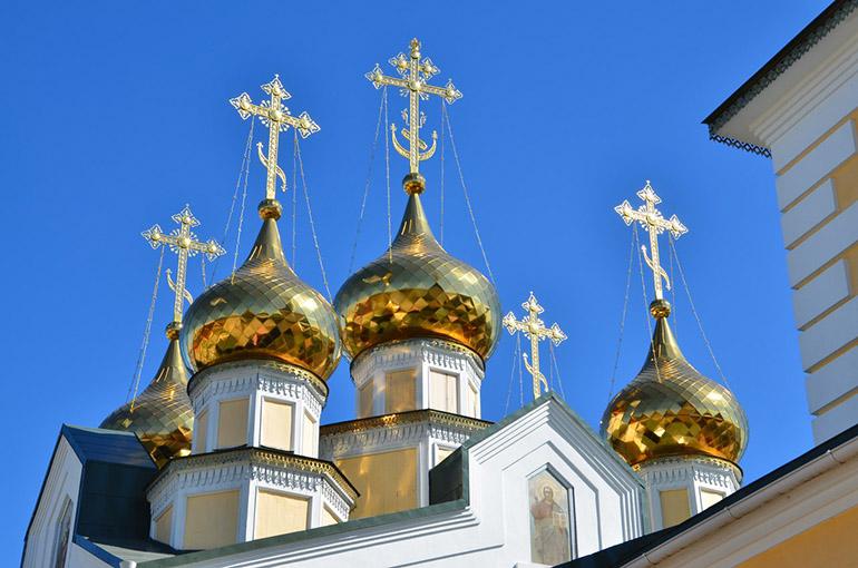 С золотыми куполами