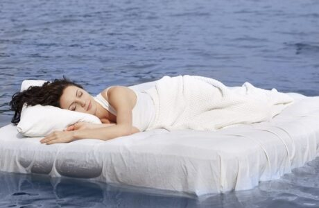 Наснилося Море з хвилями, блакитне чисте — тлумачення снів про Море за сонниками
