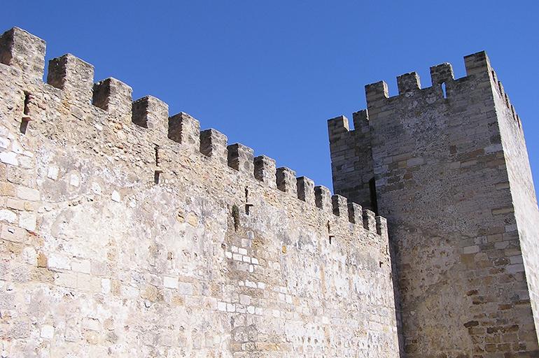 Висока стіна