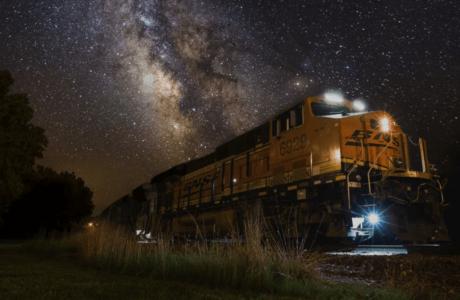 К чему снится Поезд женщине, мужчине — толкование сна про Поезд по сонникам