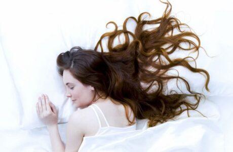 До чого сниться Довге Волосся у себе, жінки, чоловіка — тлумачення сну про Довге Волосся за сонниками