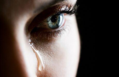 До чого сниться Плакати уві сні — сильно, ревіти або ридати уві сні жінці, чоловікові тлумачення сну за сонниками
