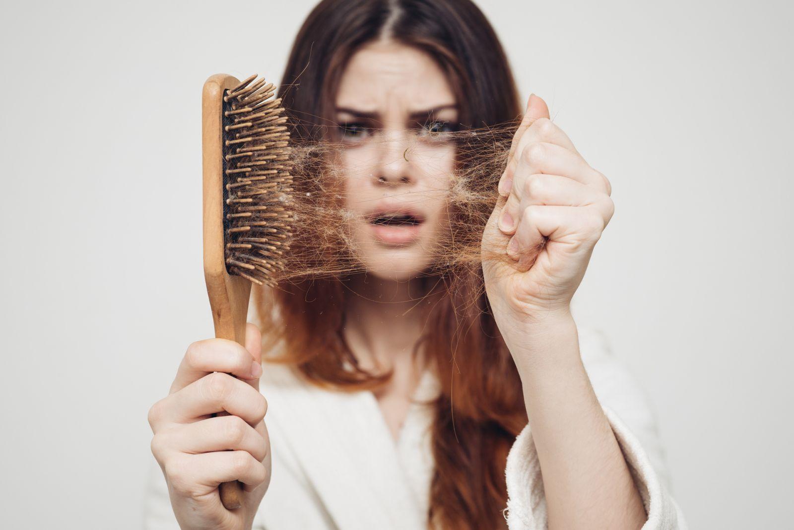 До чого сниться випадання волосся трактування сну.