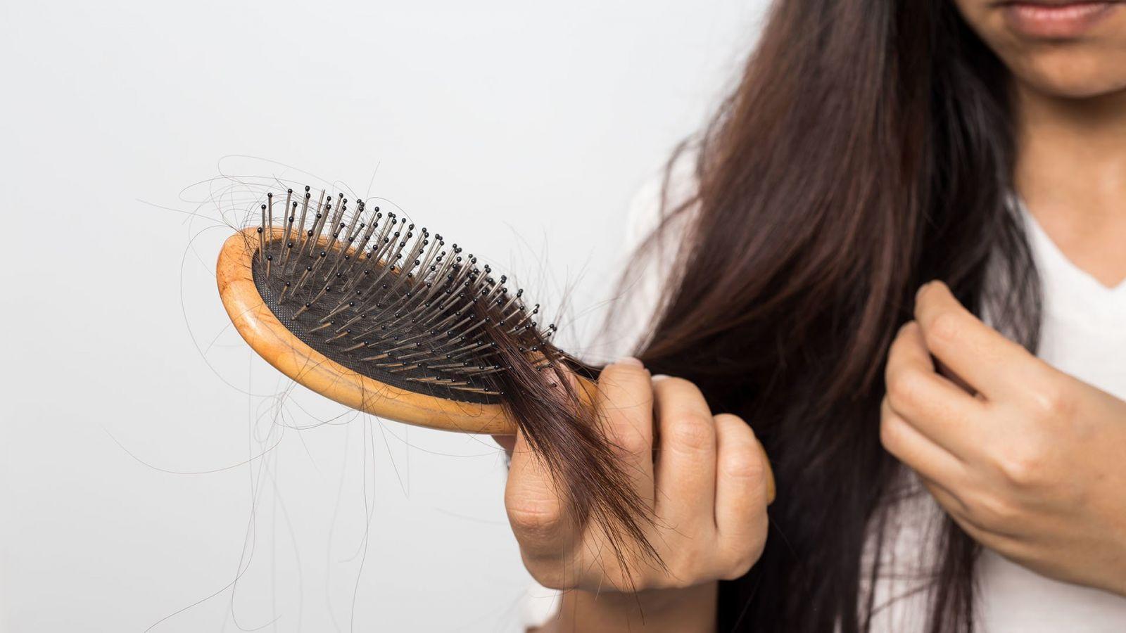 До чого сниться випадання волосся значення сну.